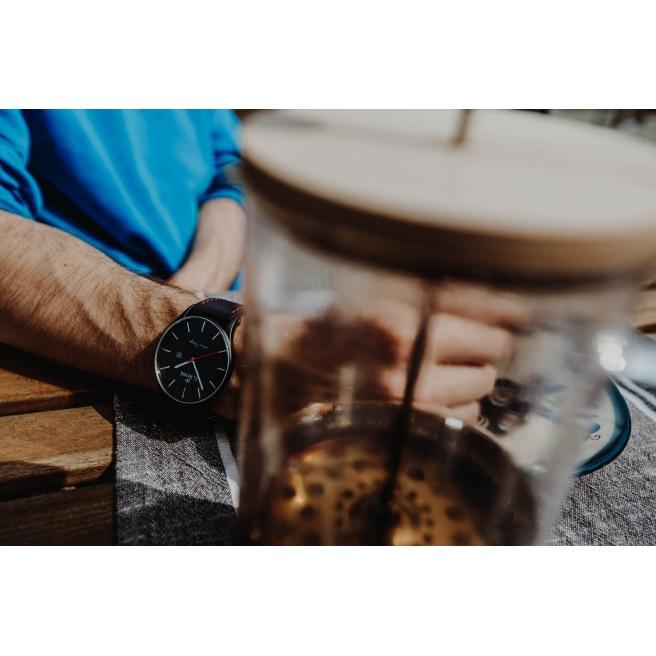 Klasyczny zegarek męski na pasku skórzanym z czerwoną nitką